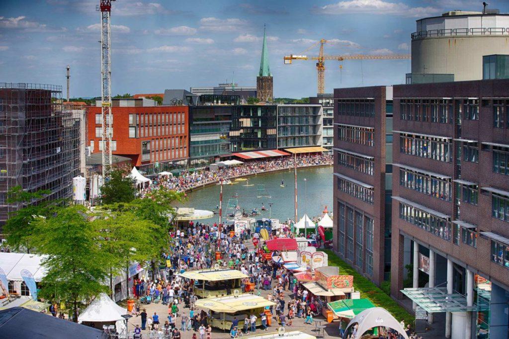 Der Hafenplatz von oben